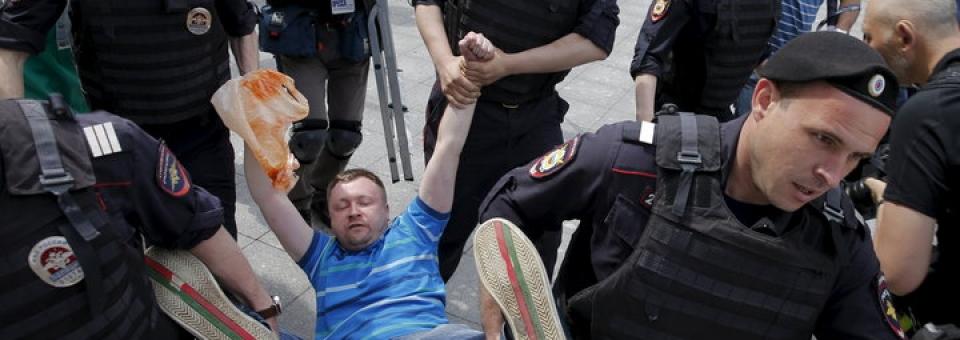 Resultado de imagem para A Chechênia abriu o primeiro campo de tortura para gays do mundo e é tão horrível quanto soa. Porém, indignação internacional pode forçar seu fechamento