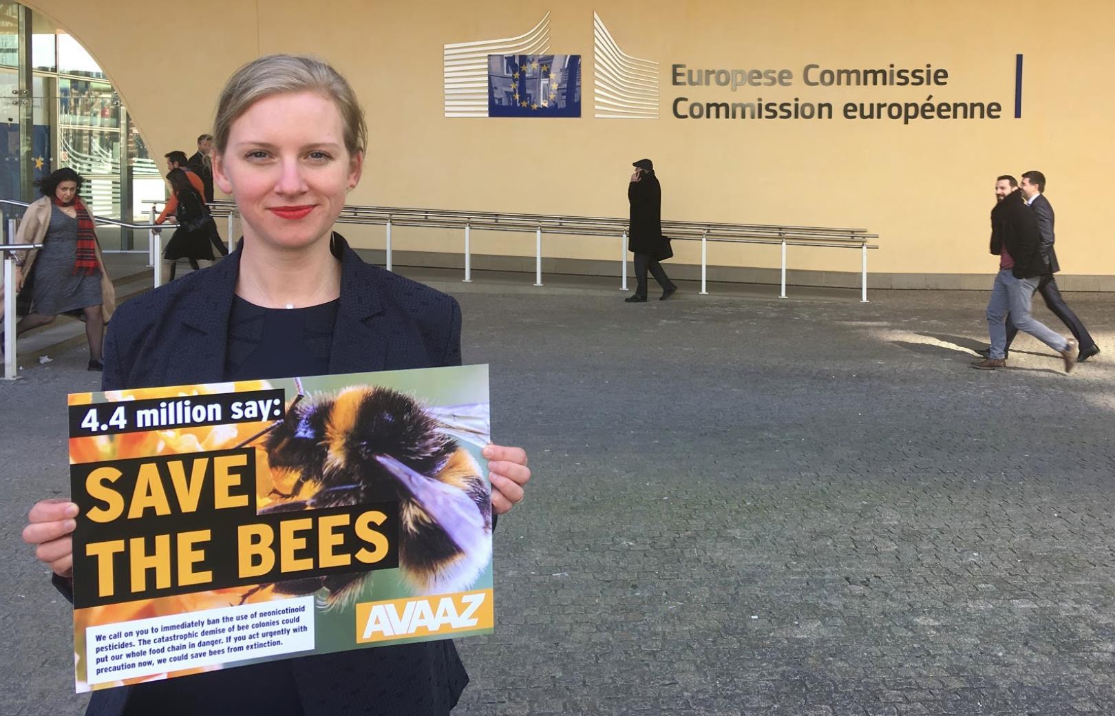Pesticides tueurs d'abeilles : la mobilisation par pétition a porté ses fruits (communiqué de  Avaaz) AntoniaEUCommission