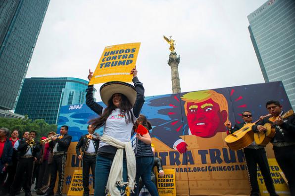 Uniti contro Trump in Messico