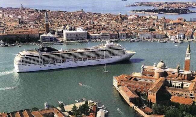 Venedig vor Bauunternehmern retten